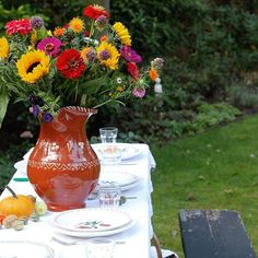 there are aome blogs, that make me feel cozy and like at home. Yve's one - is one of them. .........  Happy All Hallows' Eve 🎃🍂🌻🍁 Remember this one @woodwoolstool . . . #halloween #woodwoolstool #autumnflowers #autumnpicnic #sunflowers