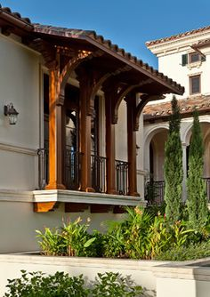 Mediterranean homes – Mediterranean Home Decor Spanish Colonial Homes, Spanish House, Spanish Style, Beautiful Buildings, Beautiful Homes, Courtyard Landscaping, Tuscan Style Homes, California Bungalow, Beach Cottage Style