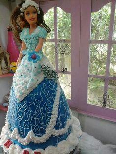Singing doll cake