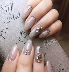 Short acrylic nail art designs as options for beautiful nails. To ensure you get inspiration we have found 109 short nail art design ideas for your choice. Classy Nails, Stylish Nails, Cute Nails, Pretty Nails, Crazy Nail Art, Nails Design With Rhinestones, Bride Nails, Crystal Nails, Fall Nail Designs