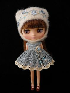 Middle Blythe in a perfect dress