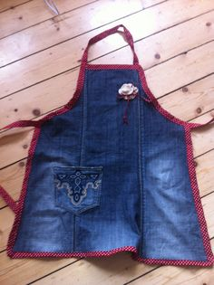 Apron out of old jeans Jean Apron, Denim Crafts, Old Jeans, Apron Dress, Clothes Crafts, Sewing For Beginners, Sewing For Kids, Sewing Projects, Sewing Patterns