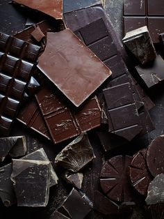 50 shapes of chocolate. Why choose just one chocolate bar? Continue to read: I have this chocolate cake recipe that I love. It's my go-to chocolate cake… Blackout Chocolate Cake Café Chocolate, Death By Chocolate, Chocolate Heaven, Chocolate Lovers, Chocolate Recipes, Chocolate Quotes, Chocolate Snacks, Delicious Chocolate, Chocolate Texture