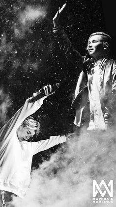 Marcus and Martinus wallpaper🦄🖤 M Wallpaper, Tumblr Wallpaper, Wallpaper Backgrounds, Marcus Y Martinus, Normal Person, Cute Wallpapers, Music Artists, My Boys, Ariana Grande