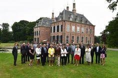 #TVV2025 Colleges van Burgemeester(s) & Wethouders gemeenten Voorschoten, Zoeterwoude, Leiderdorp, Oegstgeest en Leiden bijeen voor het kasteel Duivenvoorde te Voorschoten.