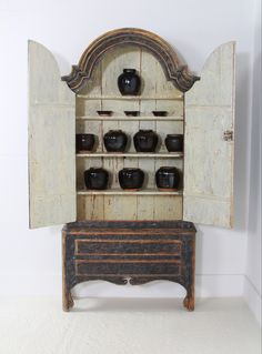 Decorative antique furniture with a particular fondness for Swedish Gustavian furniture and home accessories. Antique Interior, Antique Furniture, Stain Furniture, Antiques Online, Selling Antiques, Anton, House Numbers, Rococo, French Antiques