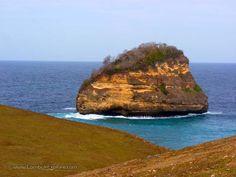 Gili Cina di Tanjung Cina (Gili Cina at Cina cape), East Lombok, Indonesia. Sebuah sumur air tawar di tebing laut (draw well water in sea cliff). For more information, please visit www.LombokExplore.com.