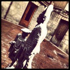 #BlancoYNegro #Estatuas #Nevadas #DePaseo por #Burgos #CallesDeBurgos #PorMiBarrio #VistoEnLaCalle…