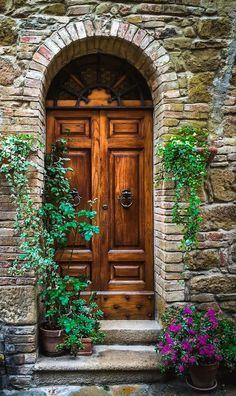 Pienza, Siena, Italy – Decor is art Cool Doors, Unique Doors, Entrance Doors, Doorway, Door Entryway, Italian Doors, Vintage Doors, Door Knockers, Garden Gates