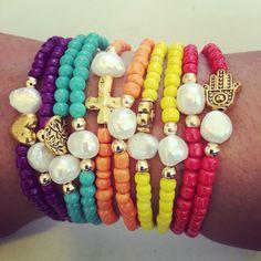 Siguenos Instagram & Facebook #zowiecreations #braceletset #set #pulseras #multicolor #red #yellow #orange #blue #violet #pearls #perlas #gold #handmade #jewerly #pr #summer #playa #beach