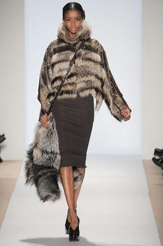 Dennis Basso Fall 2010 Ready-to-Wear Fashion Show - Lyndsey Scott