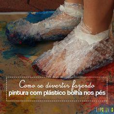 Pintura com plástico bolha nos pés pra divertir a garotada