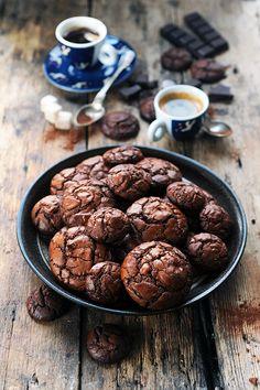 Dorian cuisine.com Mais pourquoi est-ce que je vous raconte ça... : Chewy or not chewy that is the question! Chewy cookies très chocolat!