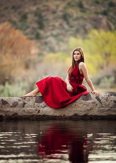 Senior pictures ideas for girls 41 photography портретная фотография, идеи Senior Photos Girls, Senior Girl Poses, Senior Girls, Girl Photos, Formal Senior Pictures, Graduation Picture Ideas For Girls, Poses For Girls, Senior Pictures Water, Grad Photo Ideas