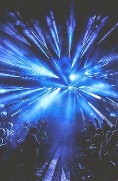 concert in blue. Rave Music, Edm Music, Dubstep, House Music, Music Is Life, Art Madrid, Madrid Barcelona, Barcelona Spain, Mode Disco