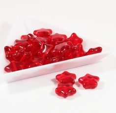 Červené hvězdičky 11 x 12 mm 14 ks Sytě červené hvězdičky Velikost 11 x 12 mm Cena za 14 kusů Vyrobeno na Jablonecku