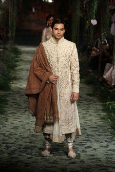 WOW....Tarun Tahiliani. One of my favorite sherwani's for men.. ♡