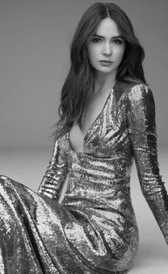 """Karen Gillan shows that elegance can play a part in fashion modeling. You don't have to always be """"trendy"""" to make a statement in your photos. Hottest Female Celebrities, Hollywood Celebrities, Beautiful Celebrities, Beautiful Actresses, Celebs, Beautiful Women, Karen Gillen, Karen Sheila Gillan, Bollywood"""
