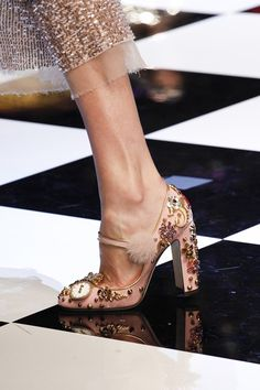 The best designer shoes and shoe trends from the Autumn/Winter 2016-17 fashion collections so far. Browse our gallery of catwalk inspiration and new season shoe styles.
