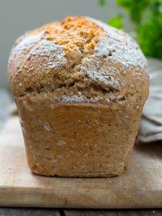 Piece Of Bread, Vegan Baking, Muffin, Rugs, Breakfast, Food, Farmhouse Rugs, Morning Coffee, Essen