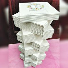 Order 80 Pcs dari Cikarang  Undangan Pernikahan Hardcover dengan desain nuansa Cream dan di hiasi ornamen Floral