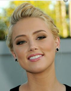Pictures of Amber Heard, Picture - Pictures Of Celebrities Amber Heard Makeup, Amber Heard Hair, Amber Heard Photos, Johnny Depp Wife, Beautiful Celebrities, Beautiful People, Amber Herd, Beauté Blonde, Belle Silhouette