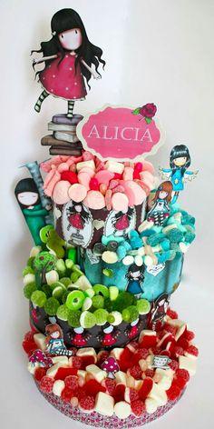 Alicia y su tarta de chuches de Gorjuss. Malakoss.com Candy Birthday Cakes, Birthday Cake Girls, Cake & Co, Cake Shop, Edible Bouquets, Birthday Crafts, Candy Party, Candy Buffet, Amazing Cakes