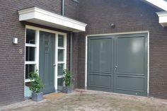 Voorbeeld kleurstelling garagedeur en voordeur