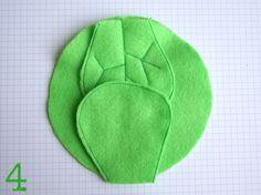 TUTO : Cliquez sur chaque photo pour voir en plus grand Dans la feutrine verte, coupez un grand cercle et 8 feuilles comme suit...