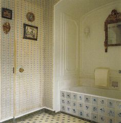 Clare & Tony White's Manhattan Pied-a-terre bath. World of Interiors Nov 2013. Previously Melon White Townhouse