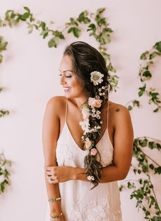 Wedding Dress Inspiration at The Dress Theory For the boho bride this loose braid with florals is pe Long Box Braids, Loose Braids, Best Wedding Hairstyles, Bride Hairstyles, Eclectic Wedding, Boho Bride, Boho Wedding, Wedding Flowers, Dream Wedding