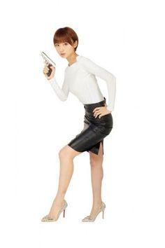 世界を股に掛けて活躍する女スパイの活躍を描いた海外ドラマ「コバート・アフェア」のDVDが4月18日にリリースされた。その発売を記念したCMが同日よりオンエア。AKB48の篠田麻里子が出演し、ドラマさながらのハードアクションを披露している。  #AKBnews