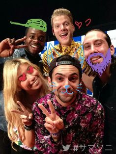avi looks like he doesn't have a beard in this pic and I'm DYING #pentatonix