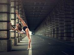 Après les superbes projets InMotion,Dance As Art et Ballerina Project,voici une nouvelle série de photographiesde danse urbaine, intitulée Dancing Mome