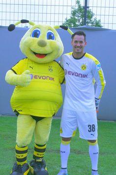 Sports Advertising, Neymar, Ronald Mcdonald, Character, Borussia Dortmund, Guys, Projects, Lettering