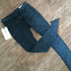 NWT RAG & BONE JEANS Navy skinny jeans. Brand new! No trades, make offers using offer option only. rag & bone Jeans Skinny