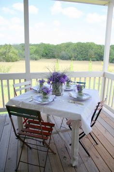 The French table - Cedar Hill Farmhouse Porch Decorating, Decorating Tips, Decorating Your Home, Summer Decorating, Cedar Hill Farmhouse, Rustic Farmhouse, French Decor, French Country Decorating, Decor Crafts