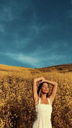 yellow tones Photoshoot Ideas To Get Some Seri Girl Photography Poses, Creative Photography, Travel Photography, Picture Poses, Photo Poses, Photoshoot Inspiration, Photoshoot Ideas, Girl Photo Shoots, Instagram Pose