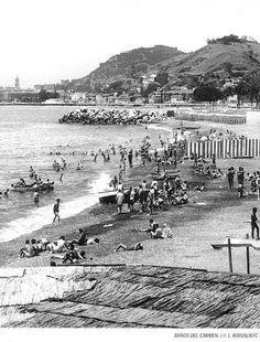 Playa de Los Baños del Carmen. 1920. La valla rayada separaba la playa por sexos. Málaga, España.