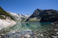 Gelmersee: Wanderung rund um den See mit Gelmerbahn - Wandertipp Travel Around The World, Around The Worlds, Travel Destinations, Travel Europe, Alps, The Good Place, Beautiful Places, Hiking, Explore