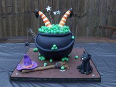 Google Afbeeldingen resultaat voor http://www.mentalfloss.com/blogs/wp-content/uploads/2010/03/witch-cake-300x225.jpg