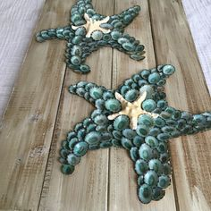 This listing is for an 11x17inch white washed pallet board adorned with two starfish. Knobby starfish is placed in the center of each. Hook