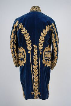 "18thcenturyfop: ""GENTS FRENCH METALLIC EMBROIDERED COURT COAT, WAISTCOAT and CAPE, LATE 18th - EARLY 19th C. Photos used with permission from Whitaker Auction House. http://www.whitakerauction.com """