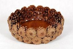 Cones are a wonderful addition to making autumn decorations. - Her Crochet Pine Cone Art, Pine Cone Crafts, Pine Cones, Autumn Crafts, Nature Crafts, Pine Cone Decorations, Flower Decorations, Autumn Decorations, Diy Home Crafts