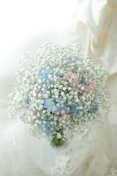 クラッチブーケ カスミソウの中 星はすばる 明治記念館様へ : 一会 ウエディングの花