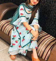 Salwar Designs, Patiala Suit Designs, Simple Kurti Designs, Kurta Designs Women, Kurti Designs Party Wear, Pakistani Fashion Party Wear, Indian Fashion Dresses, Pakistani Dress Design, Pakistani Dresses