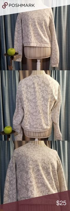 🌻🌺🌻 H&M DIVIDED LACE DETAIL CROPPED SWEATER!! SIZE: LARGE   BRAND: DIVIDED   CONDITION: LIKE NEW, NO FLAWS   COLOR: WHITE/CREAM/GRAY   🌟POSH AMBASSADOR, BUY WITH CONFIDENCE!   🌟CHECK OUT MY OTHER ITEMS TO BUNDLE AND SAVE ON SHIPPING!   🌟OFFERS WELCOME!   🌟FAST SHIPPING! Divided Tops