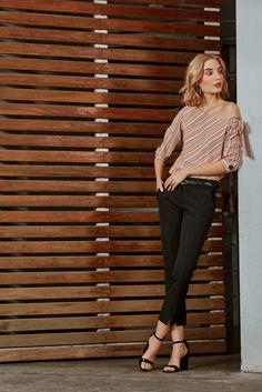Blusa manga larga con escote asimétrico y juego de rayas. Lazo decorativo para anudar sobre brazo. Acompáñala con un pantalón y accesorios negros. Style, Fashion, Pants, Blouses, Stripes, Long Sleeve, Plunging Neckline, Game, Swag
