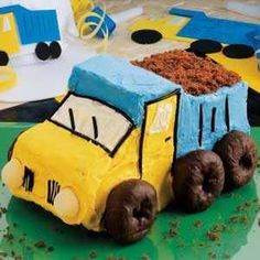 DUMP TRUCK CAKE - CONSTRUCTION THEMED BIRTHDAY PARTY????