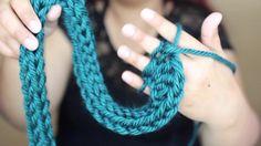 TEJIDO CON SOLO LOS DEDOS | COMO HACER UNA BUFANDA DE TEJIDO Finger Crochet, Finger Knitting, Arm Knitting, Hand Crochet, Crochet Cord, Crochet Scarves, Diy Necklace, Crochet Necklace, Finger Weaving